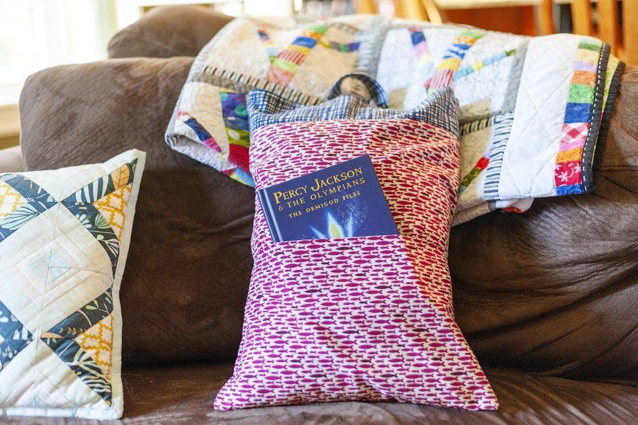 Road Trip Pillow Bag-A Fat Quarter Shop Blog Remix